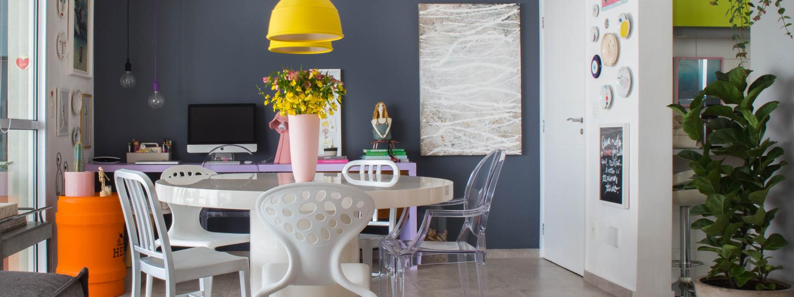 capa-banner-apartamento-colorido-estante-piso-cinza-2